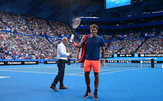 Returning Federer watched by 6,000 at open practice session
