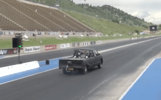 Amazing pickup truck caught on camera doing quarter mile