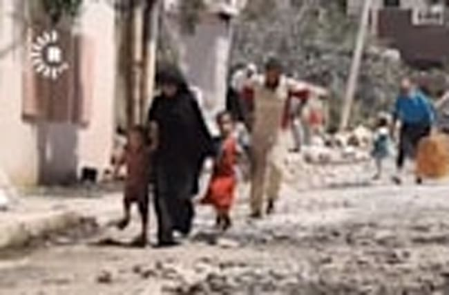 Civilians flee clashes in al-Sihah neighbourhood in western Mosul