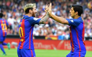 Suarez urges Messi to sign Barcelona renewal