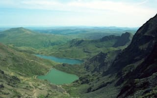 Hikers find body of a man on Snowdonia mountain