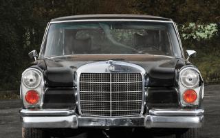 Rust-bucket Mercedes sells for £445,000