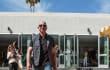 Esta foto de Jeff Bezos paseando con su nuevo