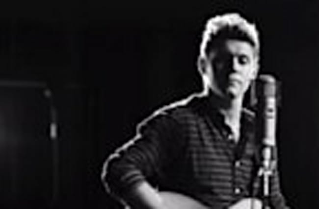 "Niall Horan Drops Debut SOLO Single ""This Town"""