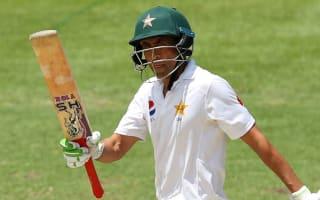 Wickets tumble as Pakistan declare on healthy lead
