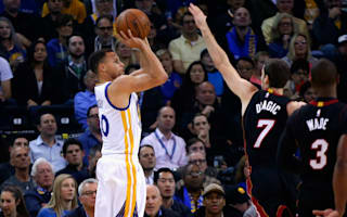 Curry stars as Warriors roll on