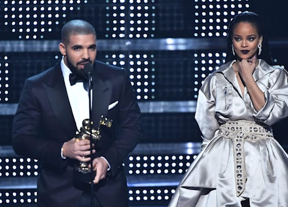 Drake presents Rihanna with Vanguard Award