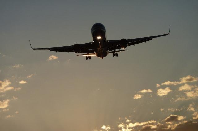 Investigan a las principales aerolíneas por separar familiares y amigos para cobrar un suplemento en los asientos