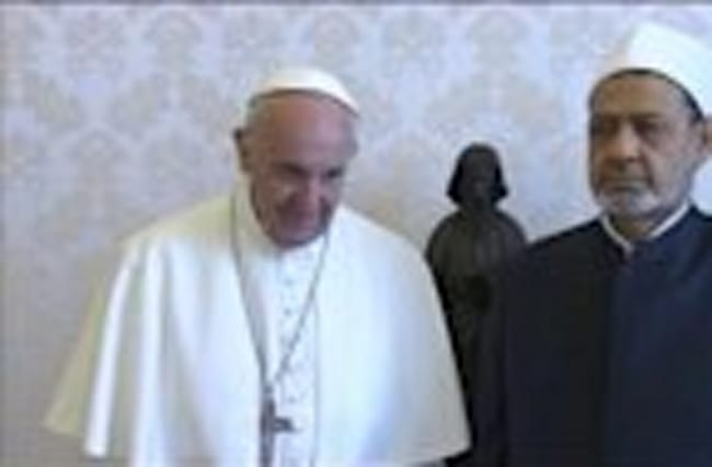 Pope meets top Egypt cleric ending freeze in relations