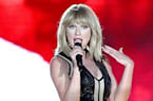 "Taylor Swift Performs ""This Is What You Came For"" At Only Concert Of 2016 - Gran"