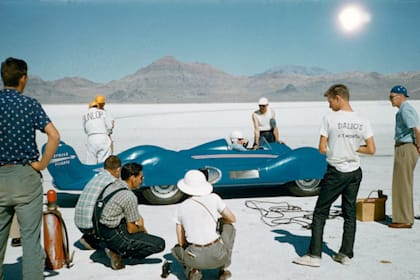 Record breaking Renault returns to Bonneville Salt Flats