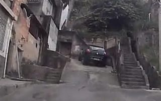 Thief leads police on high-speed chase through favela