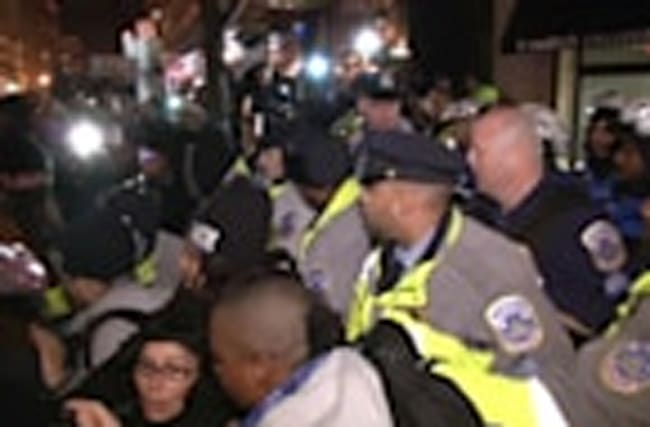 Anti-Trump protesters clash with police outside 'Deploraball'