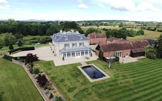 Mansion with ten bathrooms with fishing lake for sale in Midlands