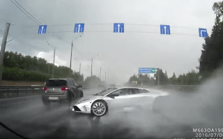 Lamborghini crashes heavily in the rain