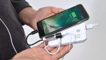 1980円のiPhone 7用充電・イヤホン同時利用アダプタをサンコーが発売。長時間の動画視聴にも最適