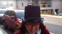 帽子型歩行者用ハンズフリーGPSの試作機が公開。進むべき方向を音で指示、両手荷物のときに便利
