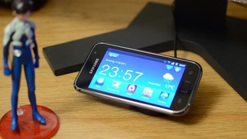 Mr Fussy mods Samsung Galaxy S for inductive charging, without frazzling warranty (video)