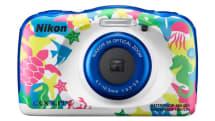 子供に持たせても安心な防水タフデジカメがニコンから。集中線やスタンプなどの写真加工や、スマホへの自動写真転送機能も