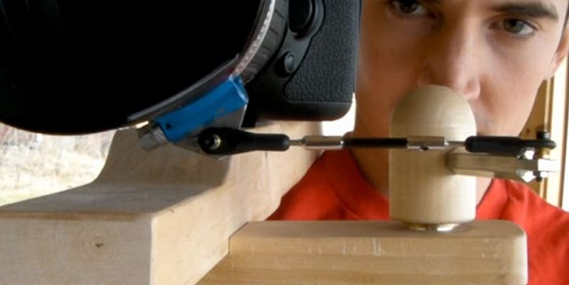 Wooden DSLR shoulder rig does follow focus with a twist
