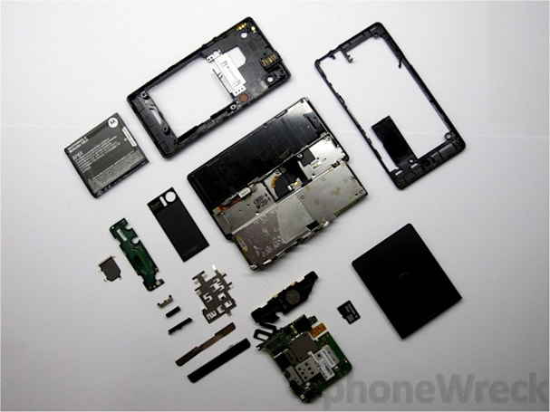 Motorola Droid torn down despite desperate cries of 'no disassemble'