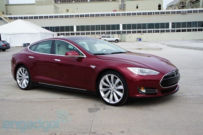Tesla Model S test ride and factory tour (video)