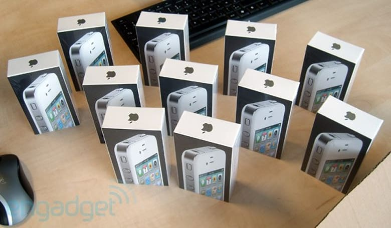 Apple gets its white iPhone 4 ducks in a row ahead of launch