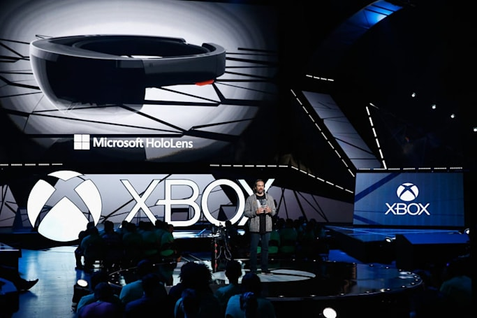 HoloLens (briefly) shown streaming 'Halo 5' and Netflix
