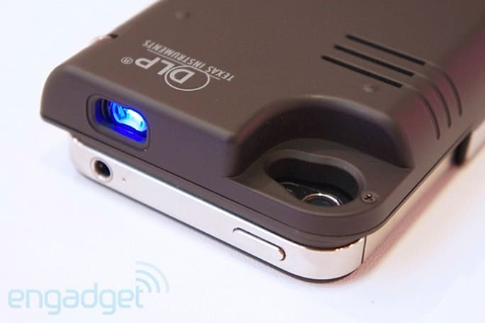 Dausen iPhone pico projector battery case at Computex 2012 (hands-on video)