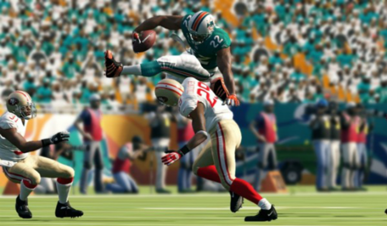 Madden 13 sells 900K copies on day one