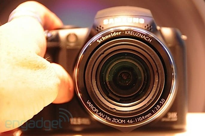 Samsung WB5000: hands-on with a 24x zoom featherweight