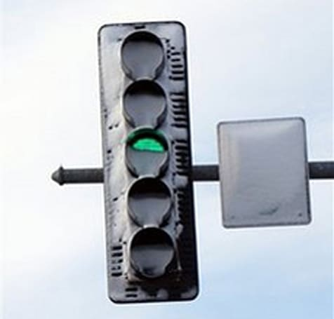 LED traffic lights don't melt snow, do cause accidents