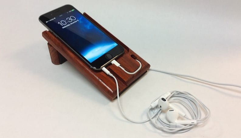 [Fuse]Chicken goes natural with the LEDGE iPhone charging dock