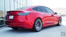 阿迪达斯认为特斯拉 Model 3 的旧标志太过面熟了...