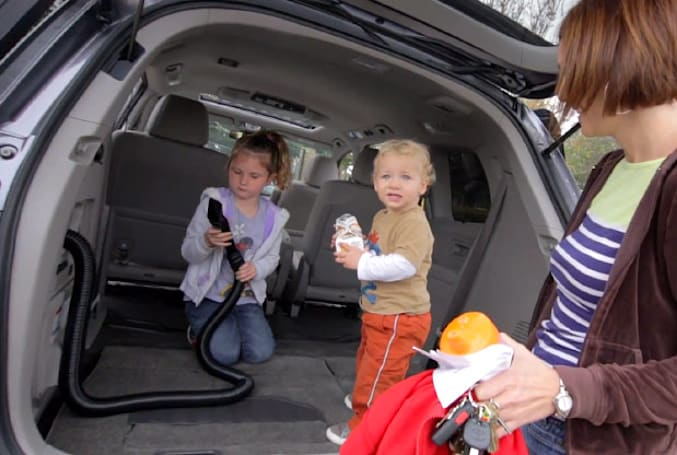 Honda Odyssey rolls out with a built-in vacuum, almost makes a minivan sound appealing