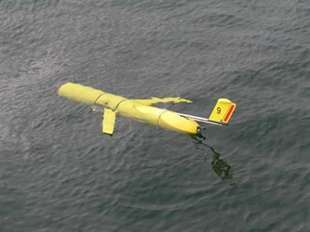 Self-propelled glider uses ocean's heat to power itself