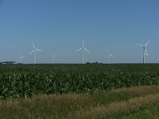 Study says wind turbines raise surrounding area temperature, but only at night