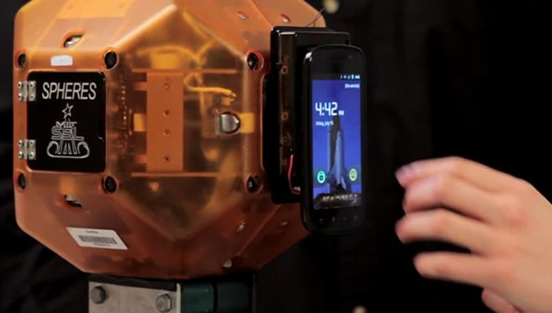 Nexus S takes to space aboard Atlantis, does astronauts' dirty work
