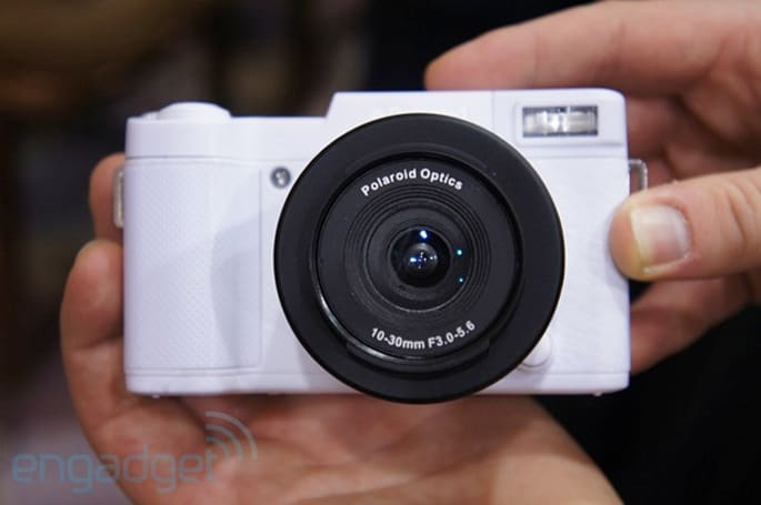 Polaroid's interchangeable lens cameras hands-on (video)
