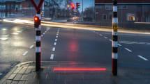 荷蘭小鎮的行人過路處加入「引導光線」來提醒低頭族
