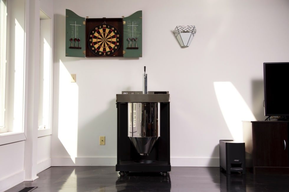 Whirlpool's Vessi is a homebrew fermentor that pours a pint