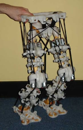 Polymorph robot mimics human joints and muscles, puts curtain rings to good use