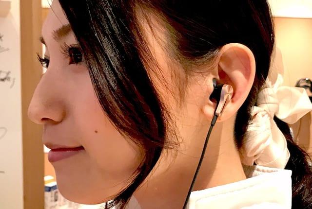 動画:iPhone 7充電しながらイヤホンRAYZ Plusインプレ。ノイズキャンセリング付き、アプリで機能進化する「アプセサリー」