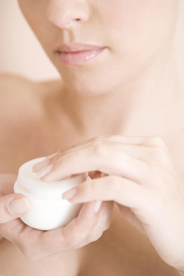 13 easy ways to combat dry winter skin