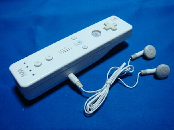 Wiipod modder shoves an MP3 player in his Wiimote, calls it a day