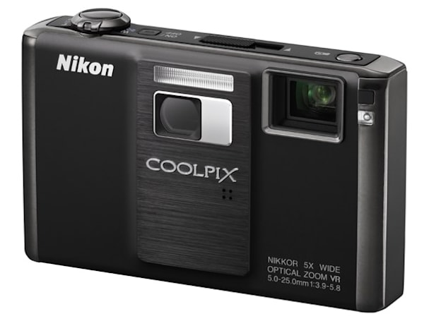 Nikon Coolpix S1000pj projector-cam beams into reality along with friends