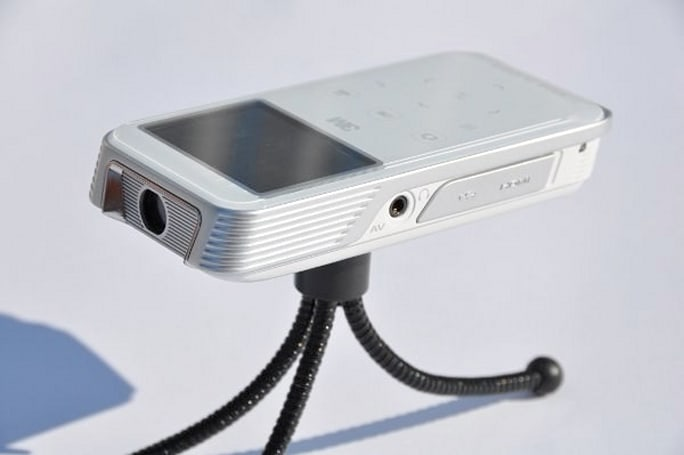 3M Shoot 'n Share camcorder projector gets reviewed, does what it says on the box