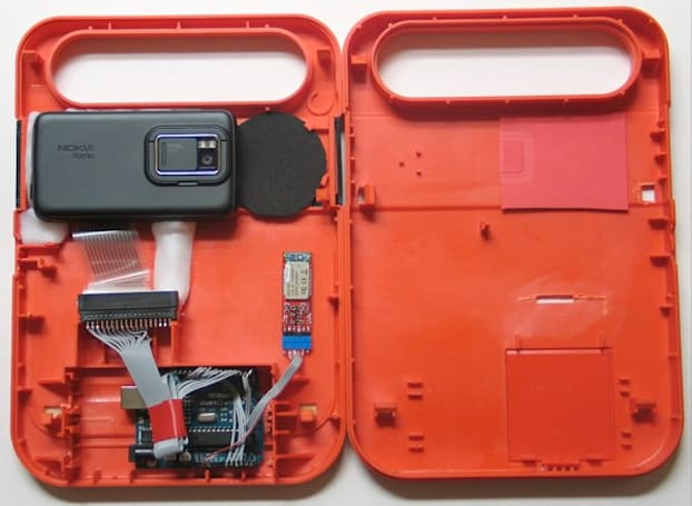 N900 hacked to replace the innards of a Speak & Spell, can never bring back your childhood