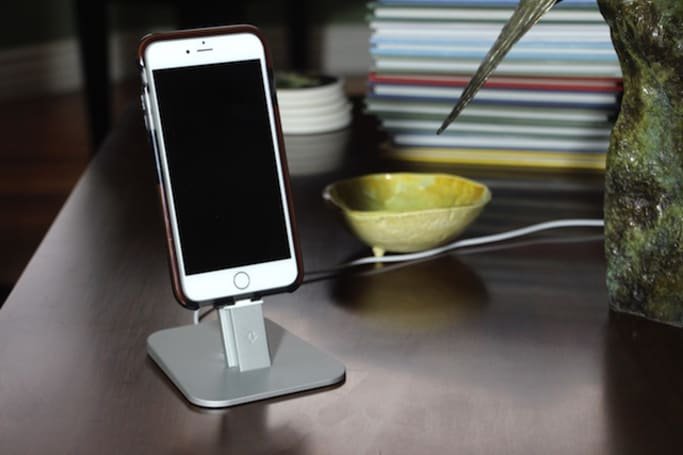 Twelve South HiRise Deluxe: The only charging stand you need