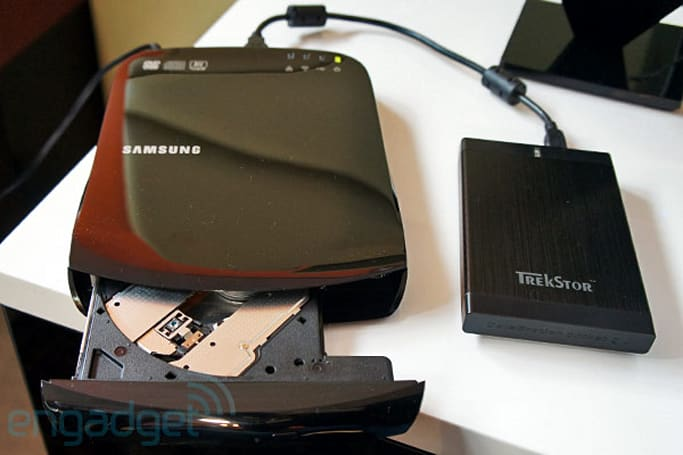 Samsung SE-208BW SmartHub packs DVD writer, we ask why then take it for a spin (video)